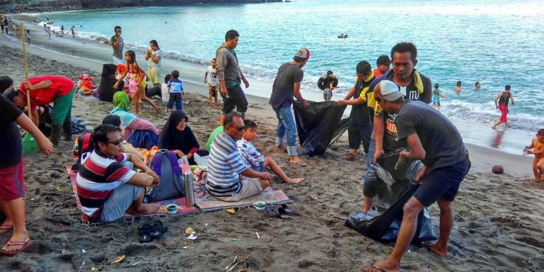 Pelatihan pembuatan abon ikan di desa Sumurtawang